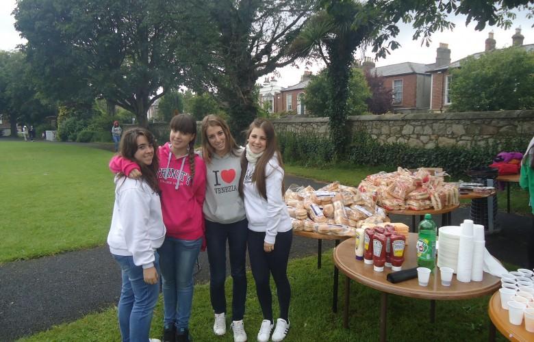 Curso de inglés para jóvenes en Dublín en Familia. Grupo con Monitor