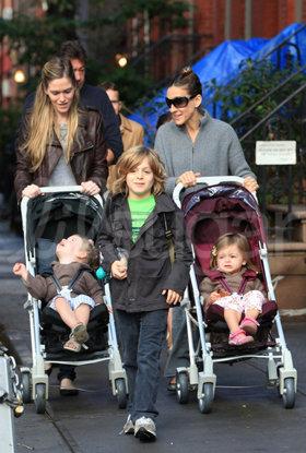 Au pair paseando bebés