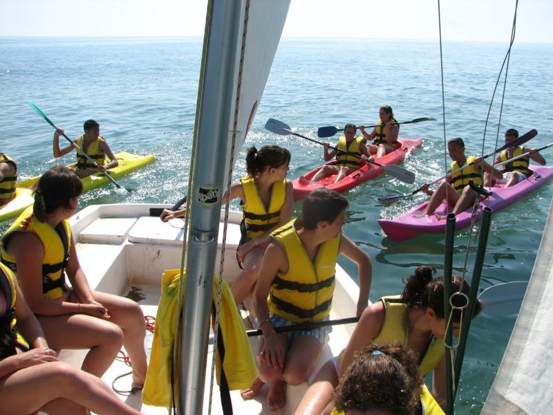 barco y canoas