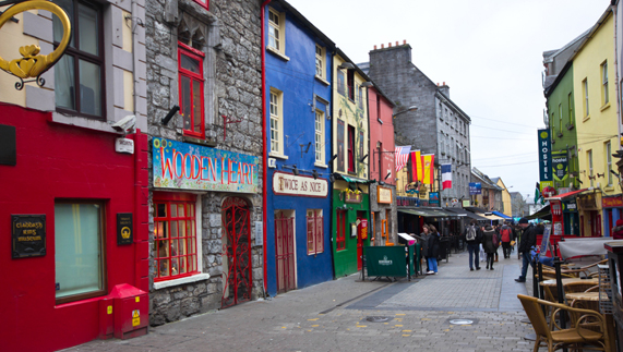 Curso de inglés en Galway para jóvenes. Curso Intensivo y Preparación para el FCE y CAE Cambridge.  Grupo con monitor