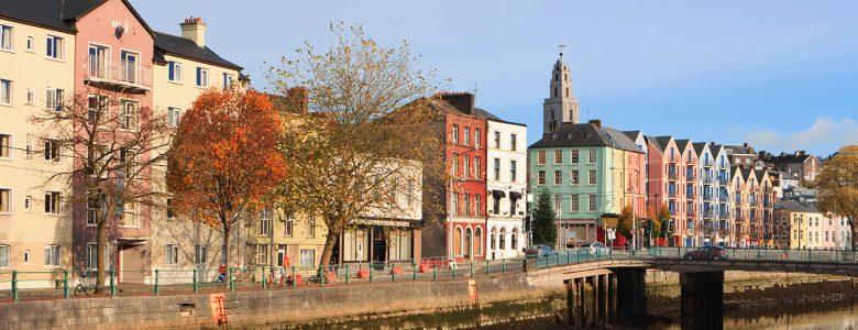 Curso de inglés para jóvenes en Cork. Grupo con Monitor